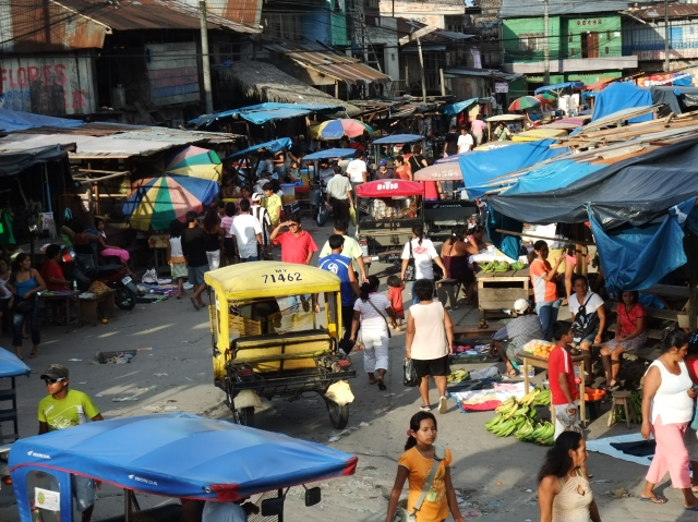 The Belén Market scene